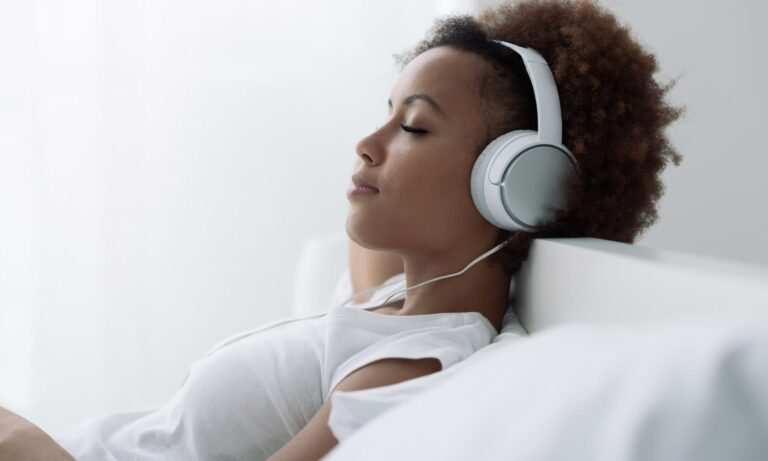 best noise cancelling headphones for $100