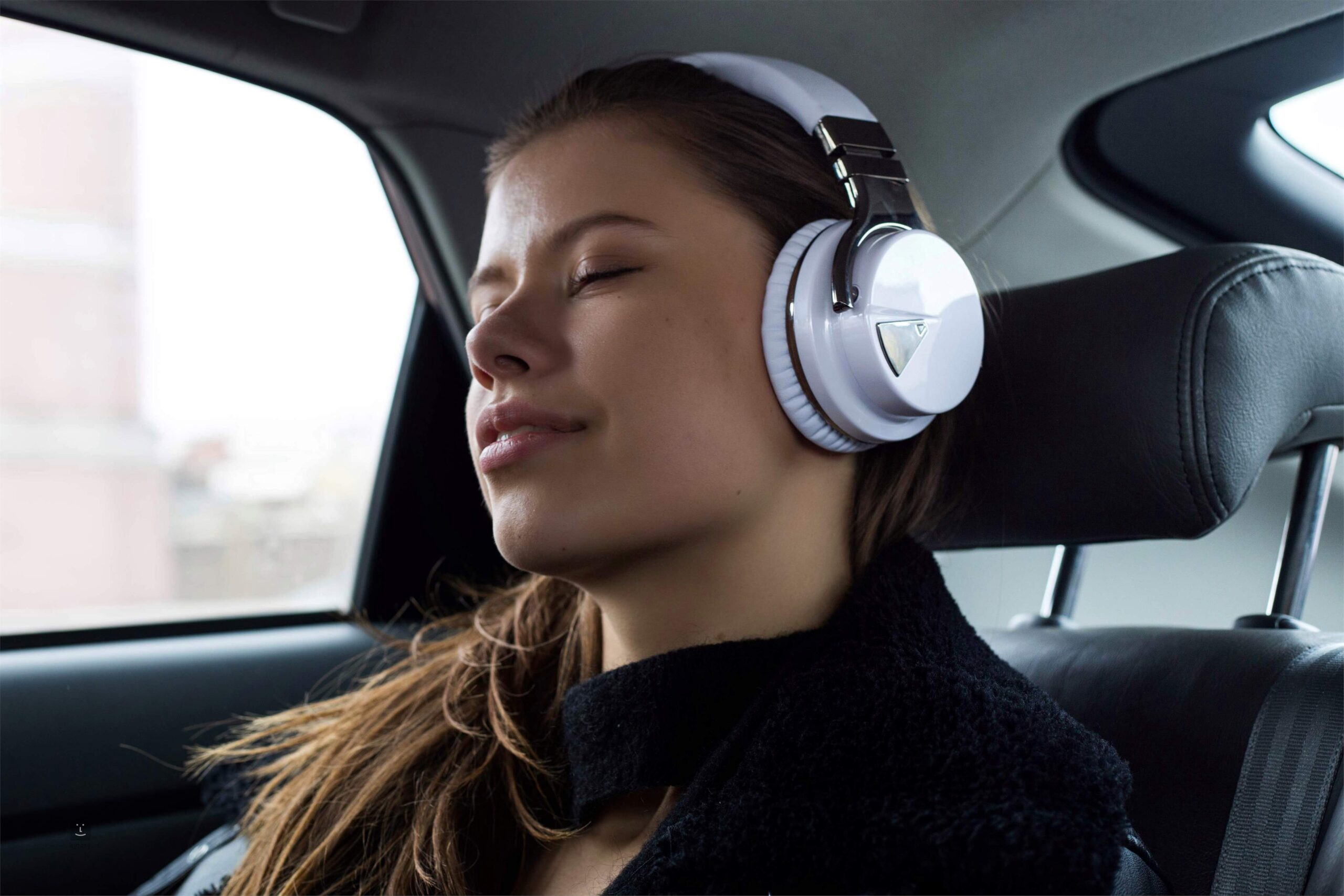 best noise cancelling headphones for college students